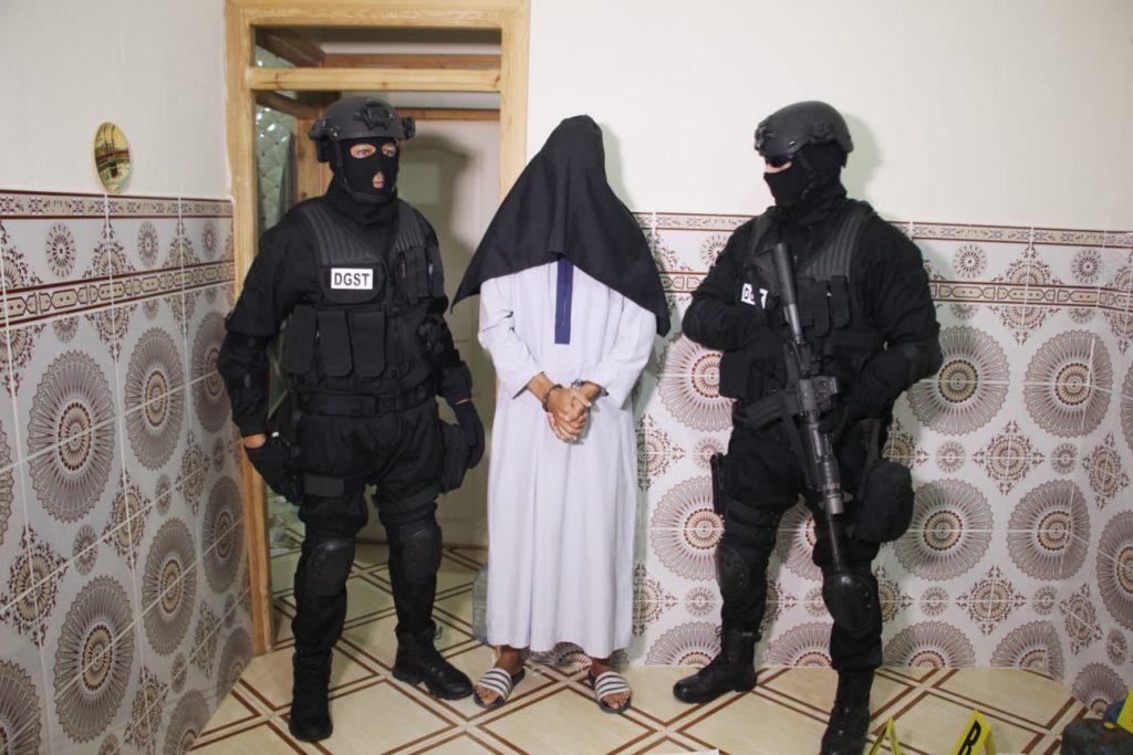 """""""برلمان.كوم"""" ينشر صور لحظة إلقاء القبض على الخلية الإرهابية الموالية لداعش بطنجة"""