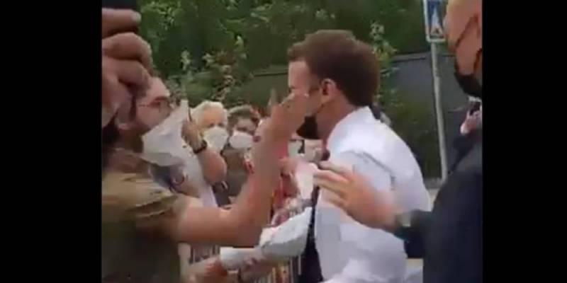 الرئيس الفرنسي يتلقى صفعة من مواطن خلال زيارته لمنطقة دروم (فيديو)