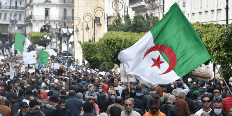 باحث متخصص في العالم العربي يحلل الطريقة التي يرغب بها نظام العسكر بالجزائر تعليق مشاكله على دول أخرى