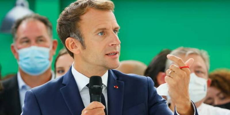 الرئيس الفرنسي ماكرون يتعرض للرشق بالبيض في ليون (فيديو)